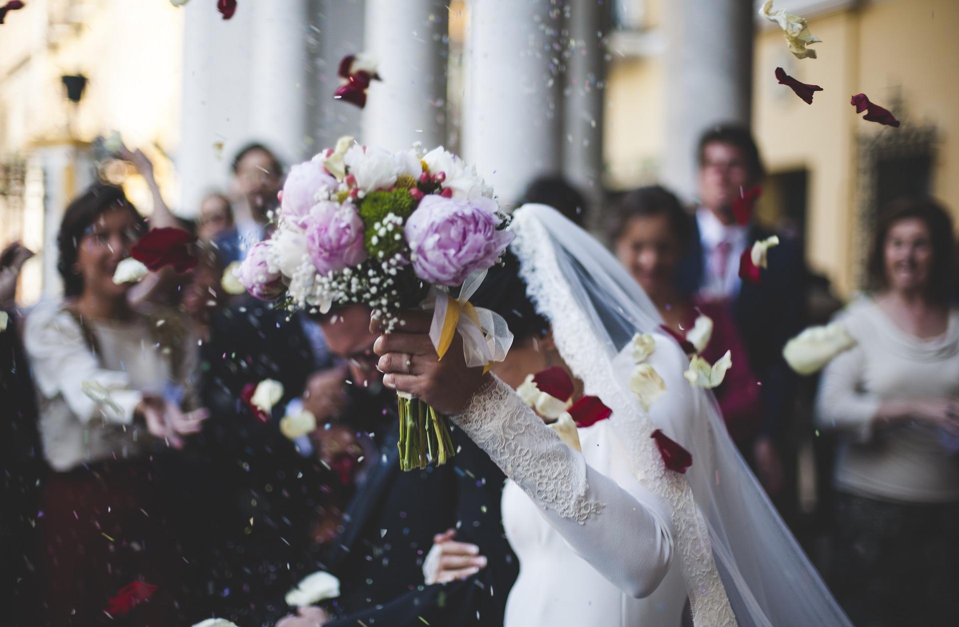 (Italiano) Matrimonio e superstizione: un binomio quasi perfetto